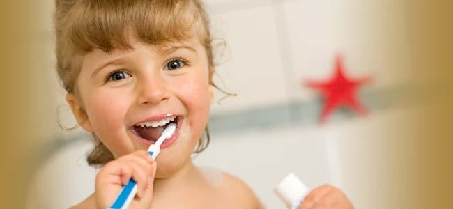8 NAJ prírodných prostriedkov pre zdravé zuby