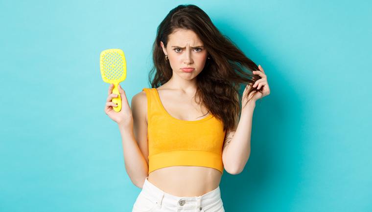 Trápi vás vypadávanie vlasov? Zistite, čo môže byť príčinou a ako to zastaviť