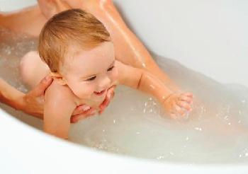 Ako spraviť z umývania detskej hlavičky a zúbkov zábavu