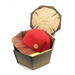 Čapica classic červená BIO látka + šilt AROMATIC CEDER drevo - veľkosť M/L