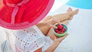5 vecí, ktoré by vám v kabelke nemali počas leta chýbať