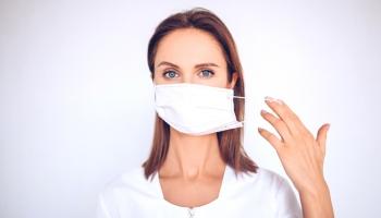 Zhoršilo nosenie rúška stav vašej pleti? Odvráťte negatívne následky jeho nosenia